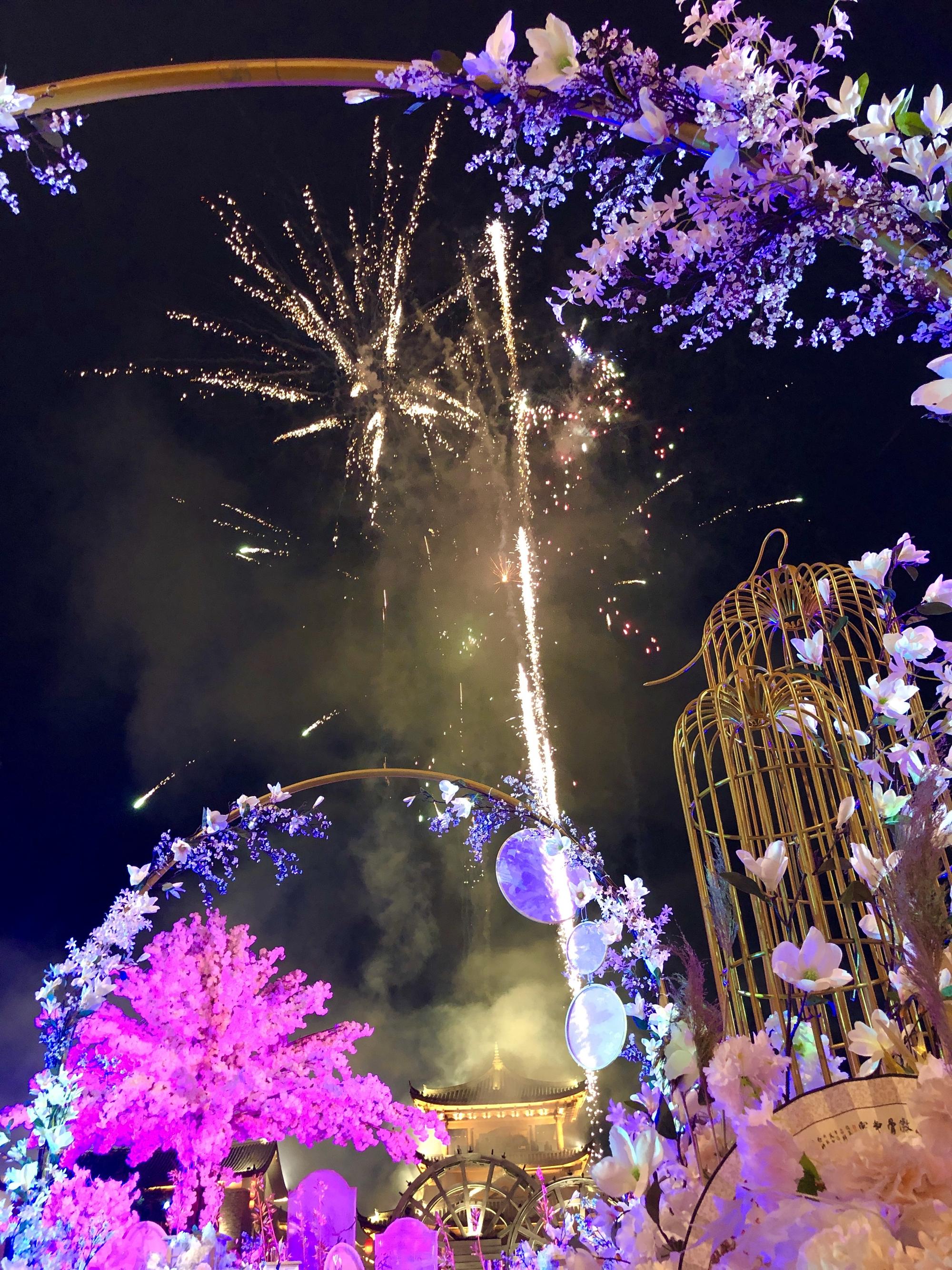 驚艷全城!直升機、水秀、煙花……昨天,麗江這場婚禮刷爆朋友圈