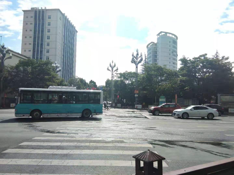 麗江城區福慧路交叉口路段臭味十足,啥情況?
