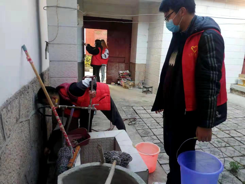 真暖!共青團麗江市委聯合愛心企業、愛心人士,為困難群眾送去了節日祝福